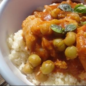 Couscous con pescado en salsa