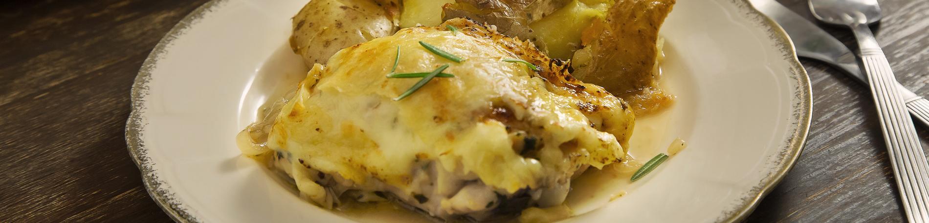 Gratén de pollo crocante y gruyére