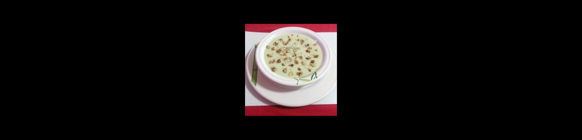Sopa fría de papa blanca con leche de coco